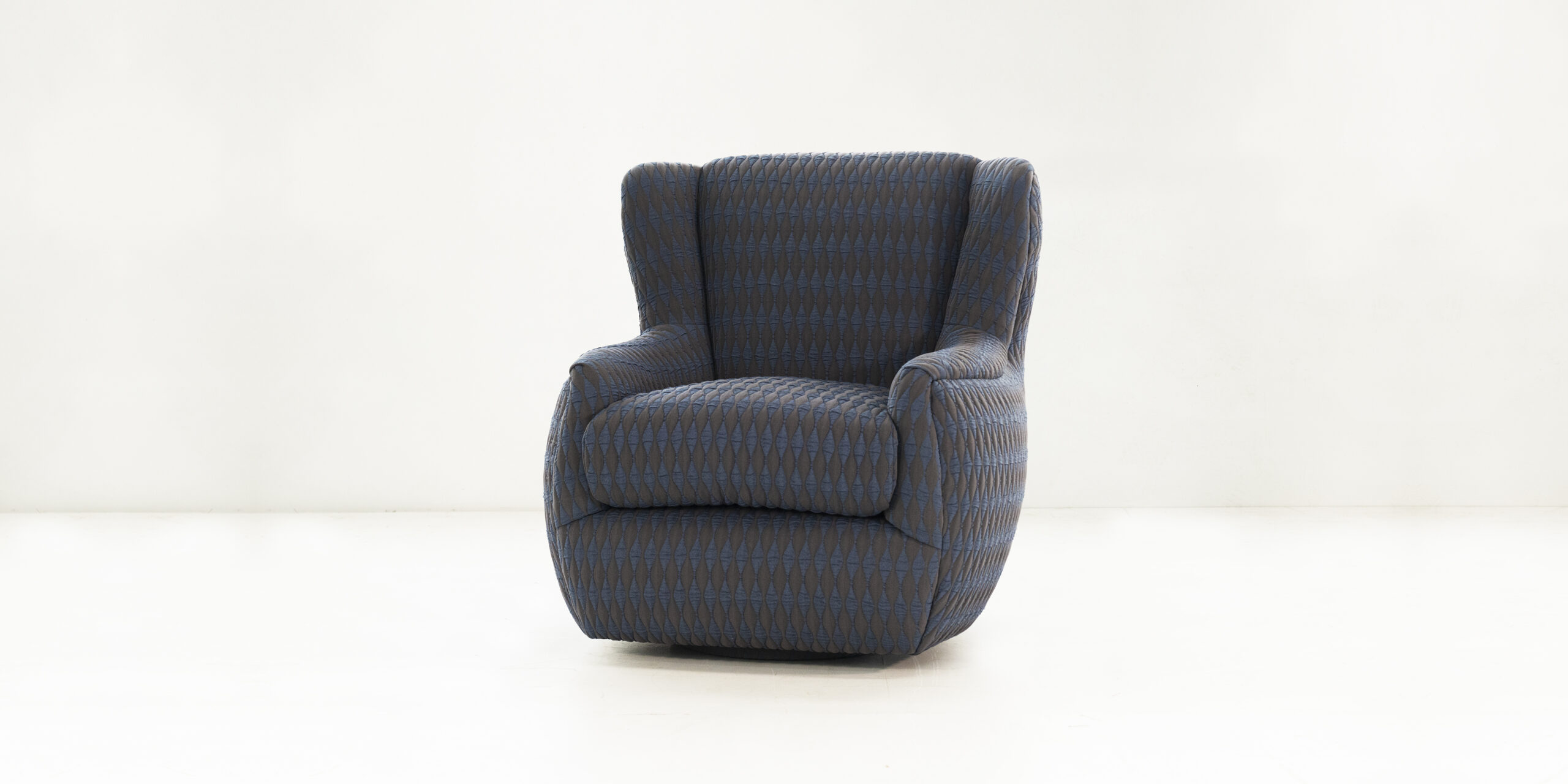 The TEDDY swivel wing chair